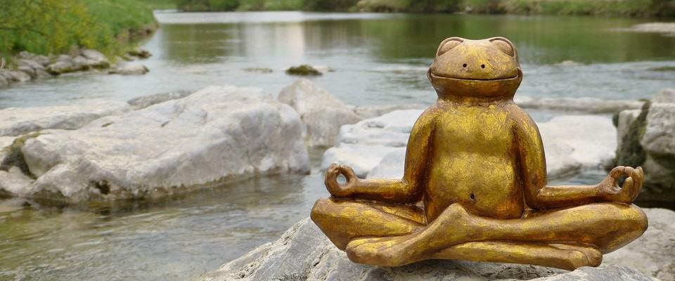 stress symptomen verminderen door te mediteren