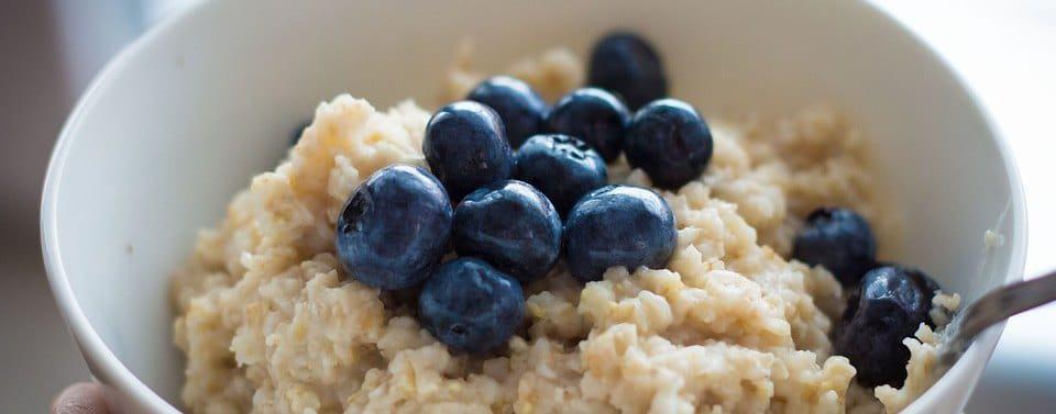 havermout ontbijt met blauwe bessen
