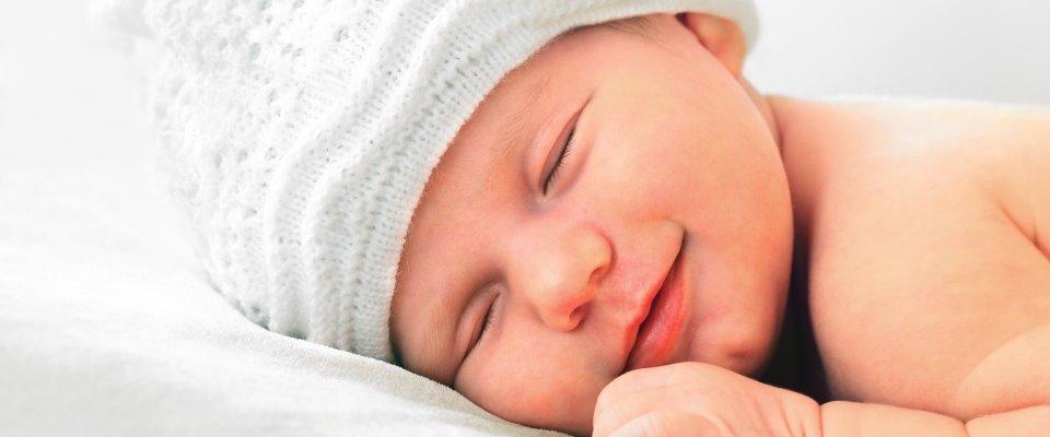 Ook baby's lachen in hun slaap