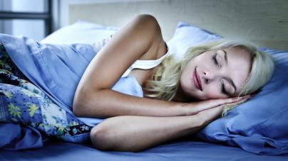 betekenis lachen in je slaap