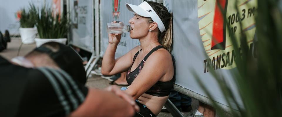 Water drinken is belangrijk als je als vrouw wilt droog trainen