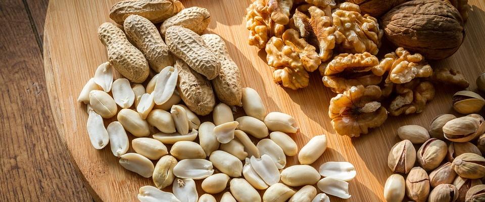 noten zijn een gezonde snack die je kunt eten voor het slapen gaan