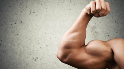 7 biceps oefeningen voor thuis die zorgen voor grotere armen