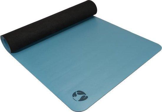 De Ecoyogi Pro yogamat is gemaakt van natuurrubber en is 4.5 millimeter dik.